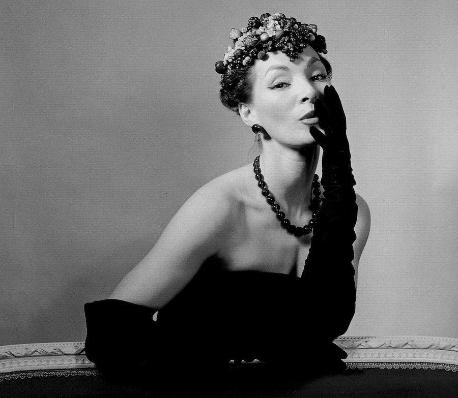 photo d'une mannequin habillée par Christian Dior